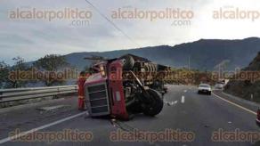 Maltrata, Ver., 29 de abril de 2016.- Mortal choque la tarde de este viernes sobre la autopista Acatzingo-Mendoza.