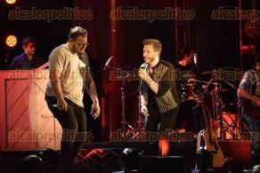 Xalapa, Ver., 30 de abril de 2016.- Con gran �xito se efectu� la tarde del viernes el concierto de Sin Bandera, como parte de su �ltima gira como dueto. Cantaron sus �xitos como Mientes tan bien, Que me alcance la vida, Amor real, entre otras.