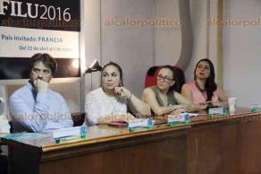 Xalapa, Ver., 30 de abril de 2016.- Lectura de trabajos ganadores del Premio Nacional al Estudiante Universitario, en presencia de la rectora de la UV, Sara Ladr�n.
