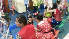 Veracruz, Ver., 30 de abril de 2016.- Botargas, juegos inflables, pintacaritas, dulces y souvenirs fueron dados a ni�os con motivo de su d�a en las instalaciones del Acuario de Veracruz.