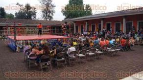 Xalapa, Ver., 30 de abril de 2016.- Menores de la Casa Hogar del Ni�o Xalape�o celebraron el D�a del ni�o en compa��a de amigos y conocidos que de forma voluntaria acudieron a convivir con ellos.
