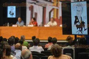 Xalapa, Ver., 30 de abril de 2016.- Encuentro de Moneros en el pen�ltimo d�a de actividades de la FILU 2016, participan Patricio, Helguera, Hern�ndez y Rap�. En los personificadores todos se apellidaban Yunes.