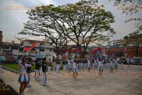 Xalapa, Ver., 30 de abril de 2016.- Presentaci�n de la Banda de M�sica �Pitufos� de la Escuela Secundaria Federal No. 2 en el estacionamiento del Complejo Deportivo Omega.
