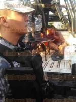 Minatitl�n, Ver., 1 de mayo de 2016.- Enardecidos comerciantes hartos de la inseguridad, lograron retener a dos delincuentes la ma�ana de este domingo en la Central de Abastos.