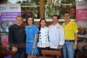 Xalapa, Ver., 2 de mayo de 2016.- El Consejo Gastron�mico Veracruzano en conferencia de prensa invit� al 3er foro de an�lisis de fomento a la gastronom�a veracruzana, a efectuarse este martes en la calle 13 de Septiembre, n�mero 60, de la colonia La Isleta.
