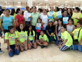 Veracruz, Ver., 4 de mayo de 2016.- Familias defraudadas por empresa Boca Travel acudieron al aeropuerto �Heriberto Jara Corona� para constatar el il�cito por parte de la compa��a de viajes.