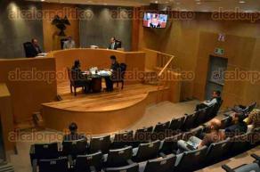 Xalapa, Ver., 4 de mayo de 2016.- El magistrado presidente del Tribunal Electoral del Poder Judicial de la Federaci�n de la sala regional Xalapa, Juan Manuel S�nchez Mac�as, presidi� la sesi�n de este mi�rcoles, acompa�ado por los magistrados Ad�n Antonio de Le�n y Enrique Figueroa.