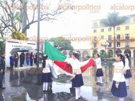 C�rdoba, Ver., 5 de mayo de 2016.- Con acto c�vico, en explanada del parque 21 de Mayo, a cargo de alumnos de la telesecundaria �Sim�n Bol�var�, autoridades locales celebraron el 154 aniversario de la Batalla de Puebla.
