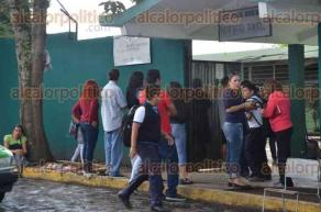 Xalapa, Ver., 6 de mayo de 2016.- Tal y como se indic�, estudiantes de la primaria �Rafael Ram�rez� salieron a las 10:00 horas, aunque a�n se desconoce si realmente fue orden de la SEP.