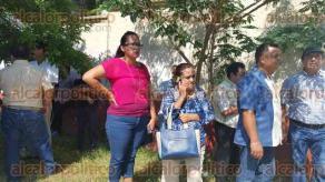 Coatzacoalcos, Ver., 6 de mayo de 2016.- Docentes pertenecientes a la secci�n 32 del Sindicato Nacional de Trabajadores de la Educaci�n (SNTE), tomaron las instalaciones de la Secretar�a de Educaci�n de Veracruz (SEV) en el municipio, para exigir el pago de diversos montos que afecta al menos a 10 mil docentes en todo el Estado.
