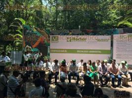 Xalapa, Ver., 23 de mayo de 2016.- El dirigente nacional del Partido Verde Ecologista de M�xico (PVEM), Carlos Puente Salas, encabez� la firma del Dec�logo Ambiental del estado de Veracruz, en el parque Los Tecajetes.