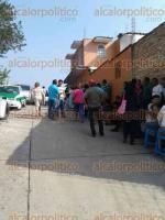 Xalapa, Ver., 24 de mayo de 2016.- Reunidos en la calle Jazm�n, de la colonia Benito Ju�rez, a unos metros de un domicilio marcado como