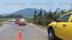 Ixtaczoquitl�n, Ver., 24 de mayo de 2016.- En la colonia Guti�rrez Barrios, camino a Dos Arroyos, brigadistas de la CONAFOR y voluntarios, atendieron un incendio de pastizal y ca�al.