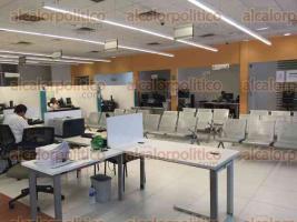 Coatzacoalcos, Ver., 24 de mayo de 2016.- En las oficinas de Hacienda en este municipio, est�n descompuestos los aires acondicionados, est� todo cerrado y no hay ventanas.