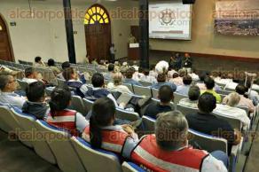 Veracruz, Ver., 25 de mayo de 2016.- Autoridades portuarias y de Protecci�n Civil, participaron en el taller denominado