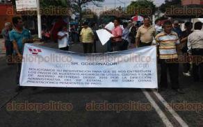 Xalapa, Ver., 25 de mayo de 2016.- En la Secretar�a del Trabajo y Previsi�n Social, el Sindicato de Trabajadores al Servicio del Sistema para el Desarrollo Integral de la Familia del Estado se manifest�.