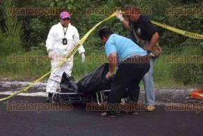 Coscomatepec, Ver., 26 de mayo de 2016.- La ma�ana de este jueves fue hallado el cad�ver de una persona en el tramo carretero Coscomatepec-Huatusco, lo que ocasion� movilizaci�n de elementos policiacos y acordonamiento del �rea.