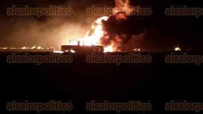 La tarde noche de este jueves se registr� la explosi�n en un ducto de PEMEX, en un predio ubicado en la localidad de Palo Miguel, perteneciente a este municipio; Bomberos y PC de San Andr�s Tuxtla, apoyados con una motobomba y espuma qu�mica lograron combatir el siniestro por la madrugada.
