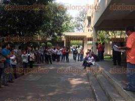 Orizaba, Ver., 27 de mayo de 2016.- Estudiantes y acad�micos de la UV, regi�n C�rdoba-Orizaba, efectuaron protestas culturales en las Facultades de Ciencias Biol�gicas y Agropecuarias, as� como de Arquitectura.