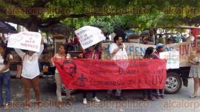 Papantla, Ver., 27 de mayo de 2016.- Con protesta frente al parque central de este municipio, estudiantes de la Universidad Veracruzana Intercultural con sede en Espinal, se sumaron a las manifestaciones contra Gobierno del Estado.
