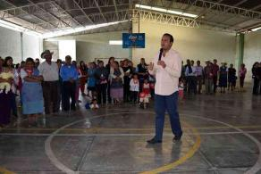 Villa Aldama, Ver. 27 de mayo de 2016.- El candidato del PRI a la diputaci�n local por el Distrito 9, con cabecera en Perote, Carlos Morales, se comprometi� a gestionar desde el Congreso del Estado un incremento en el presupuesto que se asigna a las becas estudiantiles para todos los niveles educativos.