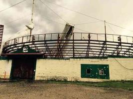 Xico, Ver., 28 de mayo de 2016.- Debido a las fuertes lluvias y el viento, la tarde-noche de este viernes se cay� el techo de la Plaza de Toros �Alberto Balderas�.
