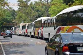 Xalapa, Ver., 29 de mayo de 2016.- En la zona del Museo Interactivo de Xalapa donde fue el evento del candidato H�ctor Yunes Landa se contaron alrededor de 40 autobuses que fueron utilizados para traer a la gente del partido Nueva Alianza.