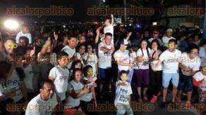 Veracruz, Ver., 29 de mayo de 2016.- El candidato a la gubernatura por el partido Encuentro Social, V�ctor Alejandro V�zquez Cuevas, organiz� una carrera Glow y participaron cientos de personas, destac� que esta es la quinta carrera que organiza.