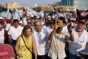 Veracruz, Ver., 29 de mayo de 2016.- El l�der nacional de MORENA, Andr�s Manuel L�pez Obrador, encabez� una marcha en apoyo a Cuitl�huac Garc�a, candidato de MORENA al gobierno de Veracruz.