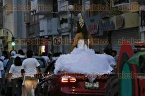 Veracruz, Ver., 29 de mayo de 2016.- Por las calles del centro hist�rico, con lonas e insignias de MORENA, representantes de diversas organizaciones de la comunidad l�sbico-gay para exigir trato igualitario por parte de las autoridades estatales y municipales.