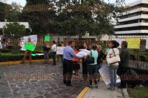Xalapa, Ver., 30 de mayo de 2016.- Tomadas las instalaciones de la Secretar�a de Finanzas por padres de familia del CENDI, quienes exigen el pago de recursos para la alimentaci�n de sus hijos.