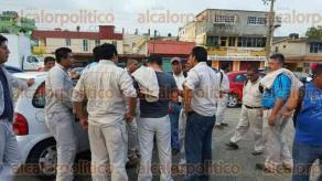 Nanchital, Ver., 30 de mayo de 2016.- Trabajadores transitorios de PEMEX fueron citados en instalaciones del Sindicato de la secci�n 11 para protestar por la disminuci�n de trabajo en plantas, tras el ingreso de Etileno XXI.