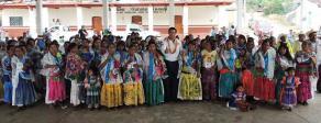 Papantla, Ver., 30 de mayo de 2016.- El candidato de AVE, Chano Cobos, en recorrido por el distrito papanteco, contin�a invitando a ciudadanos a seguir sum�ndose a su proyecto pol�tico.