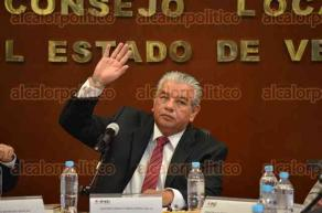 Xalapa, Ver., 30 de mayo de 2016.- El vocal ejecutivo del INE, Antonio Ignacio Manjarrez, presidi� la sesi�n ordinaria, discutiendo 16 puntos de la orden del d�a.