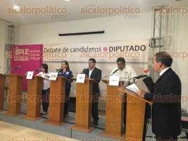 Xalapa, Ver., 30 de mayo de 2016.- Participan 4 de 10 candidatos a diputados por el Distrito XIX en el debate organizado por el OPLE, el cual no pudo efectuarse en C�rdoba por falta de seguridad en las instalaciones.