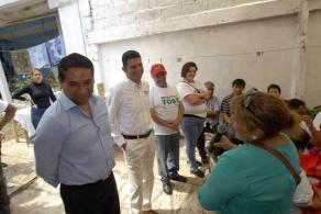 Xalapa, Ver., 30 de mayo de 2016.- El candidato de la coalici�n �Para mejorar Veracruz� por el Distrito de Xalapa II, Adolfo Toss, visit� y platic� con vecinos de las colonias Sebasti�n Lerdo de Tejada y Badillo.
