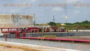 Coatzacoalcos, Ver., 31 de mayo de 2016.- Petr�leos Mexicanos (PEMEX) desarroll� un simulacro nivel IV, representando un incendio en el tanque V100 de 200 barriles de Gasolina natural del centro petroqu�mico Cangrejera.