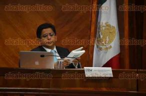 Xalapa, Ver., 31 de mayo de 2016.- El magistrado presidente del TEV, Roberto Eduardo Sigala Aguilar, junto a los magistrados Jos� Oliveros Ruiz y Javier Hern�ndez Hern�ndez, presidi� la sesi�n del Tribunal Electoral discutiendo siete puntos de la orden del d�a.