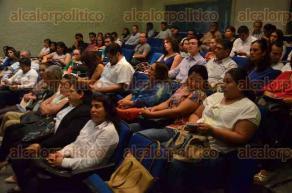 Xalapa, Ver., 24 de junio de 2016.- �Foro por la lucha contra el uso indebido de drogas�, con presencia de personal del CENDHIU, de SS y de la asociaci�n civil �Matraca�, en el auditorio de Radio UV.