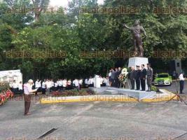 Xalapa, Ver., 25 de junio de 2016.- Ceremonia del LXXX aniversario luctuoso de Manlio Fabio Altamirano, en el monumento erigido en su honor, en el centro de la ciudad.