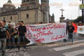 Ciudad de M�xico, 25 de junio de 2016.- XXXVIII Marcha del Orgullo Gay. Parti� del �ngel de la Independencia al Z�calo para condenar la homofobia y exigir respeto a sus derechos humanos. Roberta Jacobson, embajadora de Estados Unidos en M�xico, encabez� el contingente de la embajada estadounidense.