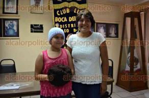 Veracruz, Ver., 26 de junio de 2016.- El Club Rotario de este puerto entreg� pelucas a ni�os con c�ncer, como parte de una campa�a para ayudar a mitigar los estragos de esta enfermedad.