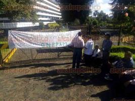 Xalapa, Ver., 22 de junio de 2016.- Integrantes de ONPPAM bloquean accesos a la SEFIPLAN; exigen liberaci�n de diversos apoyos y el pago a constructoras que pavimentaron las carreteras San Sebasti�n-Chicontepec y Mexcatla-Buenavista.