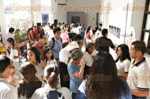 Veracruz, Ver., 27 de junio de 2016.- Inauguraci�n de la Eco- Expo Ambiental de escuelas de Bachillerato de Veracruz, en el Recinto Sede del IVEC; se expuso la producci�n de abono a base de algas marinas, un filtro para reutilizaci�n de agua de lluvia y una bicicleta con la que se genera energ�a para cargar celulares.