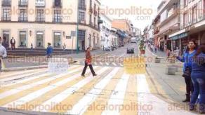 Xalapa, Ver., 28 de junio de 2016.- Grupo de periodistas bloque� la vialidad en la calle Enr�quez, exigen al Gobierno del Estado que les pague.