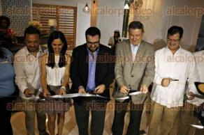 Veracruz, Ver., 28 de junio de 2016.- Inauguraci�n del hotel Double Tree by Hilton, antes Novomar. Al evento asistieron el vicepresidente de operaciones para M�xico y Centroam�rica, Jos� Mu�oz, y el presidente de la asociaci�n de hoteles y moteles de Veracruz, Fernando Ortiz Gonz�lez.