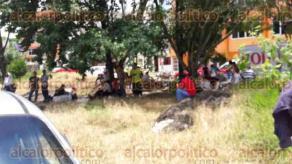 Xalapa, Ver., 28 de junio de 2016.- Afiliados a la CODUC tomaron las instalaciones de la delegaci�n estatal de la SEDATU en demanda de soluci�n a varios problemas agrarios que enfrentan. 18:15 horas, contin�an tomadas las oficinas, manifestantes no dejan salir a los empleados.