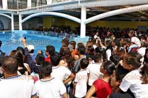 Veracruz, Ver., 28 de junio de 2016.- Cientos de ni�os de distintas escuelas disfrutaron del recorrido y espect�culo de delfines en el Acuario de Veracruz, las salas luc�an abarrotadas luego de que se lanzara la promoci�n de 1 peso por entrada, s�lo este martes.