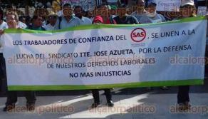Veracruz, Ver., 28 de junio de 2016.- Trabajadores sindicalizados del SAS marcharon por las calles de la ciudad para exigir que no desaparezca el organismo. Las esposas de los empleados los acompa�aron durante el trayecto.