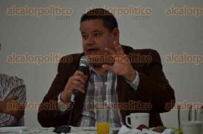 Xalapa, Ver., 29 de junio de 2016.- El delegado del IMSS, Antonio Ben�tez Lucho se reuni� con empresarios xalape�os para presentarles el dec�logo del Instituto Mexicano del Seguro Social.